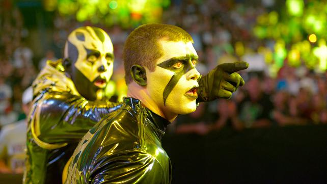 Goldust points his younger brother Stardust in an intense new direction!